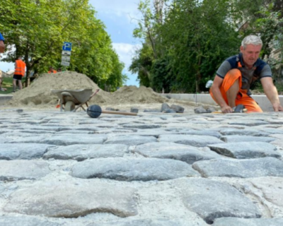 Брусчатка возвращается на улицу Суворова
