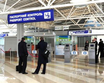 Жителя Севастополя не выпустили в Испанию. Он оказался невыездным!