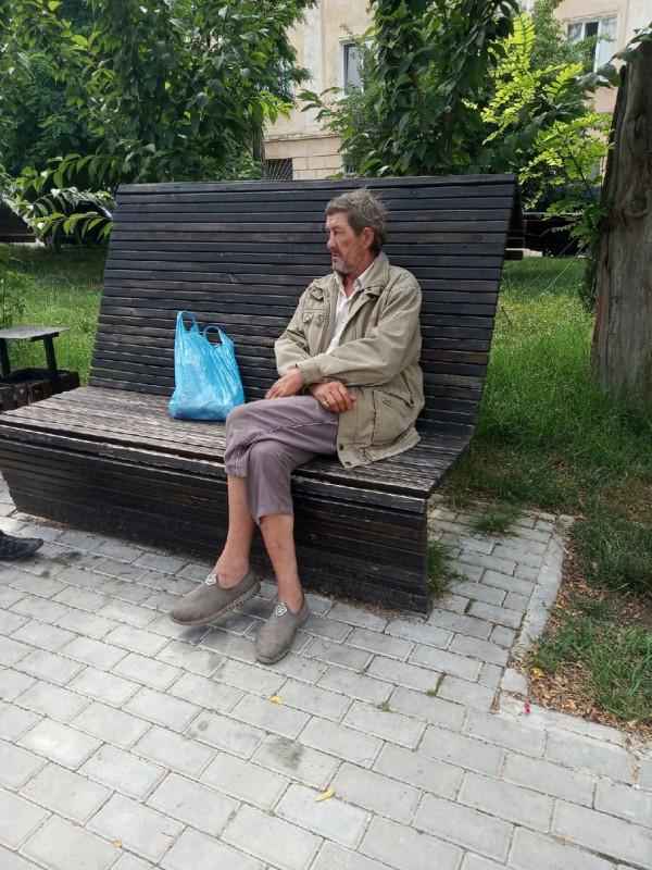 «Постелите мне степь, занавесьте мне окна туманом»: в Севастополе стало больше бомжей 4