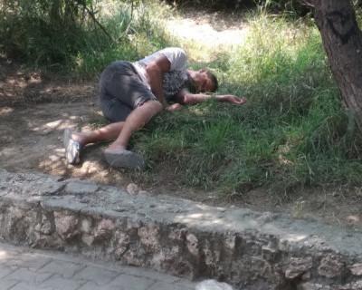 «Постелите мне степь, занавесьте мне окна туманом»: в Севастополе стало больше бомжей