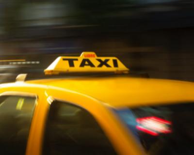 Севастопольские таксисты воруют телефоны у пассажиров