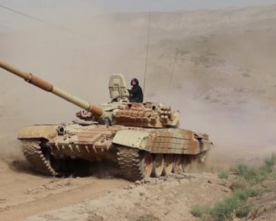 Российские танкисты проводят маневры на границе с Афганистаном