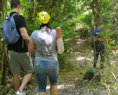 Крымские спасатели оказали помощь женщине, сорвавшейся с обрыва