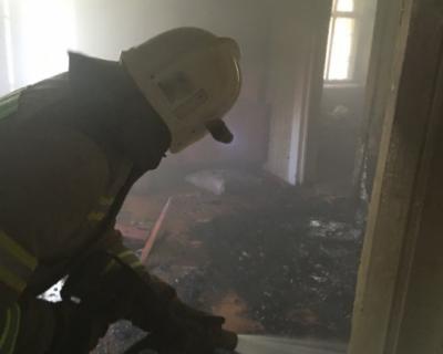 В Феодосии загорелся пятиэтажный дом
