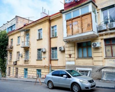 В Севастополе продолжается капитальный ремонт кровли домов
