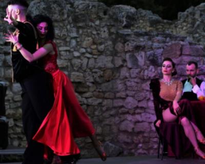 Артисты Театра имени Елизарова выступили на сцене Херсонеса