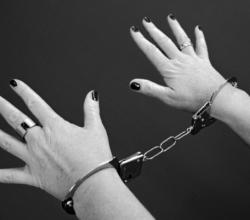 Жительницу Севастополя обвиняют в торговле бормотухой