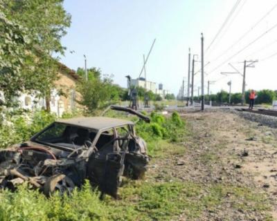 Автомобиль попал под поезд Санкт-Петербург-Севастополь