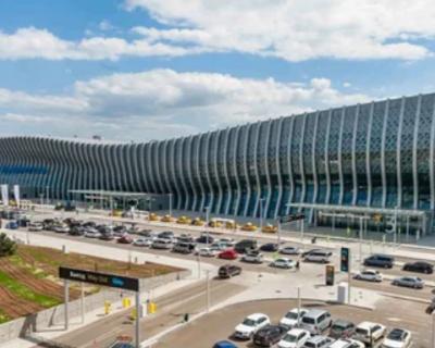 Таксисты-нелегалы заблокировали подъезды к аэропорту Симферополя