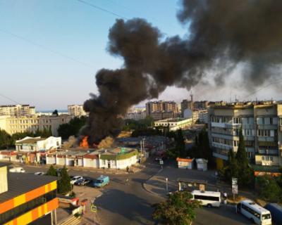 В Севастополе загорелся Шевченковский рынок