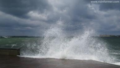 4 апреля 2015 года. В Севастополе первый весенний шторм