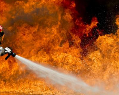 В Севастополе загорелось здание