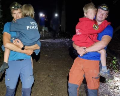 Крымские спасатели помогли женщине с двумя детьми