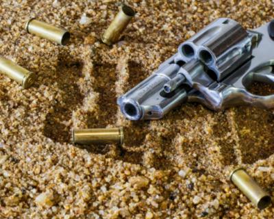 Дедушка пострелял из пистолета по прохожим в Феодосии