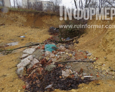 Брошенный котлован под окнами родильного дома в Севастополе станет новым полигоном ТБО