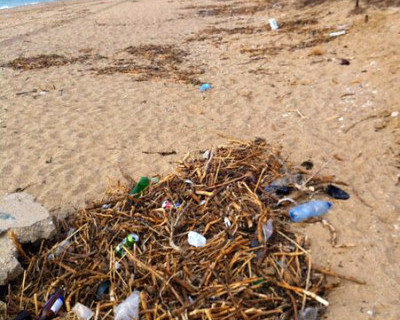 Пляж «Любимовка» потерялся в мусоре