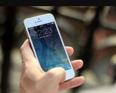 Севастополец завладел телефоном прохожего