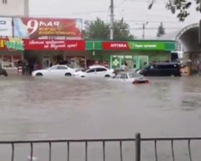 Сильный ливень затопил Симферополь (ВИДЕО)