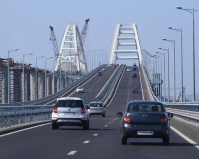 Более 2 млн автомобилей проехали по Крымскому мосту за лето