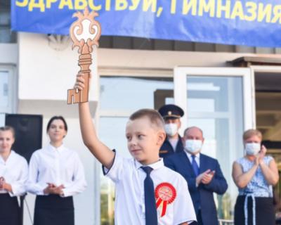 Губернатор Севастополя вручил шевроны ученикам Курчатовского класса