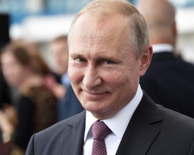 Владимир Путин оценил поступок поправившего его школьника