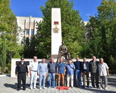 В Бахчисарае открыли памятный знак сотрудникам спецподразделений