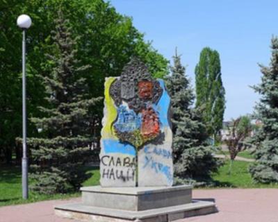 На Украине снесли памятник, посвященный дружбе Киева и Москвы