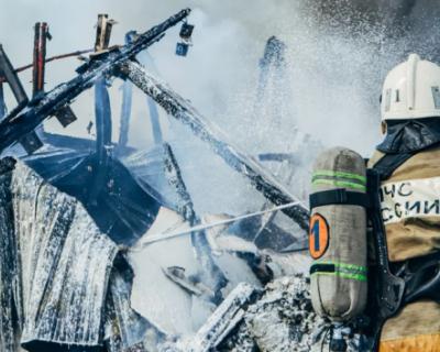 Подробности крупного пожара на складе в районе Камышового шоссе