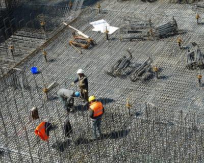 Рабочий в Симферополе провалился в котлован с горячей водой