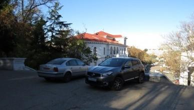 Синопский спуск приглянулся автовладельцам Севастополя ... в качестве парковки