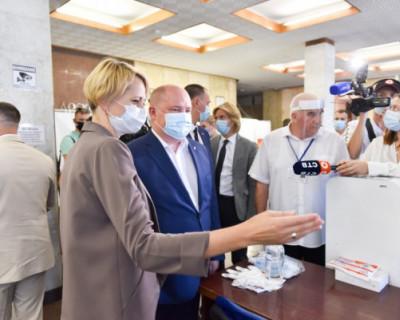 Губернатор Севастополя отправился на проверку избирательного участка, а попал на свадьбу