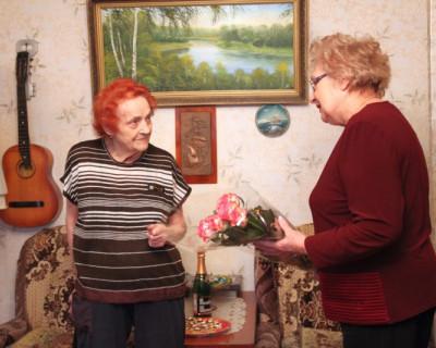 Владимир Путин поздравил жительницу Севастополя с 90-летием и наградил  медалью