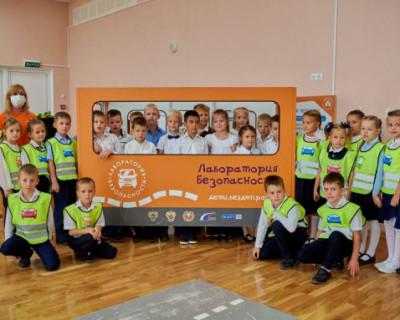 В школах Севастополя учат безопасности на дорогах