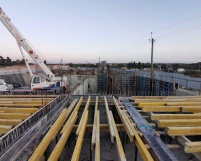 В Севастополе на Генерала Мельника продолжается строительство крытого катка