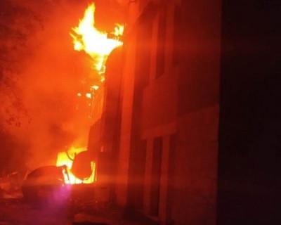 В Севастополе загорелось заброшенное здание