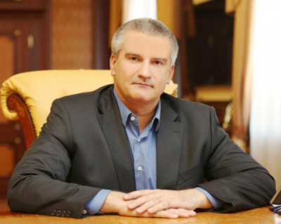 Сергей Аксенов поздравил крымчан с Днем флага и герба республики