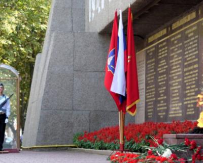 Неизвестные повредили кабинку на Посту № 1 в Севастополе