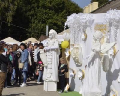 В Симферополе проходит акция «Белый цветок»