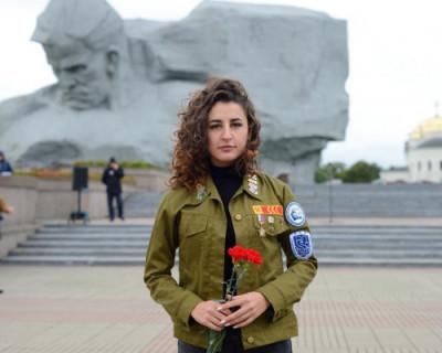 Крымская студентка приняла участие в патриотической акции в Бресте