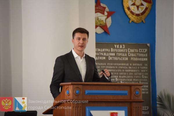 На сентябрьской сессии севастопольского парламента прощались и воссоединялись вновь 2