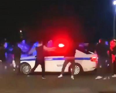Дрифтеры блокировали машину полиции в Симферополе