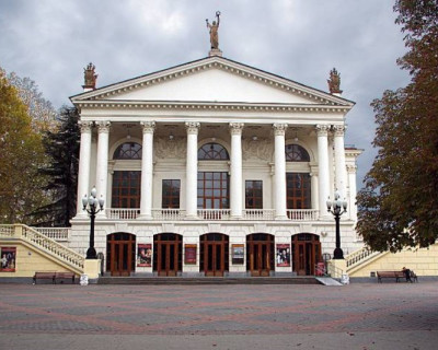 Репертуар театра им. А.В. Луначарского на апрель 2015 г. (афиша)
