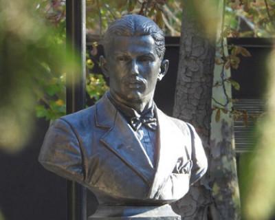 В Симферополе открыли памятник советскому разведчику