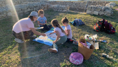 На фестивале «Арт-осень» живописцы пишут пейзажи Херсонеса