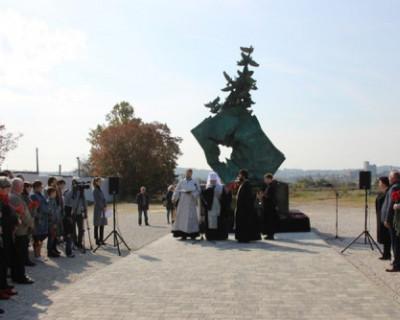 В Керчи открыли мемориал в память о погибших во время бойни в колледже