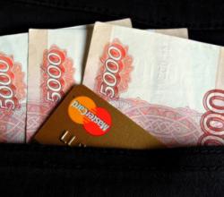 Жительница Севастополя похитила 100 тысяч рублей с карты своего знакомого
