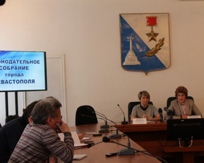 Севастопольские педагоги бьют тревогу: зарплата пошла в сторону понижения! (фото)
