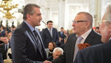 Аксёнов и Жириновский отказались от мандатов депутатов крымского парламента в пользу Владимира Ерёмина и Евгения Кабанова