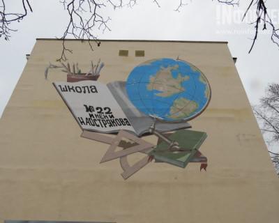 """Американцы подкрадываются к Севастополю незаметно? Внимание к  школе № 22 и гостинице """"Крым"""""""